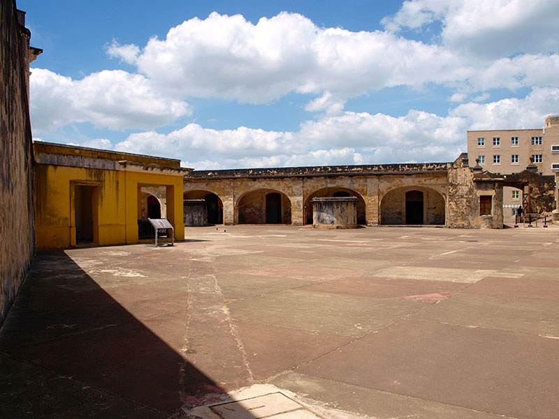 The huge courtyard at Castillo San Cristobal, San Juan. www.onepennytourist.com