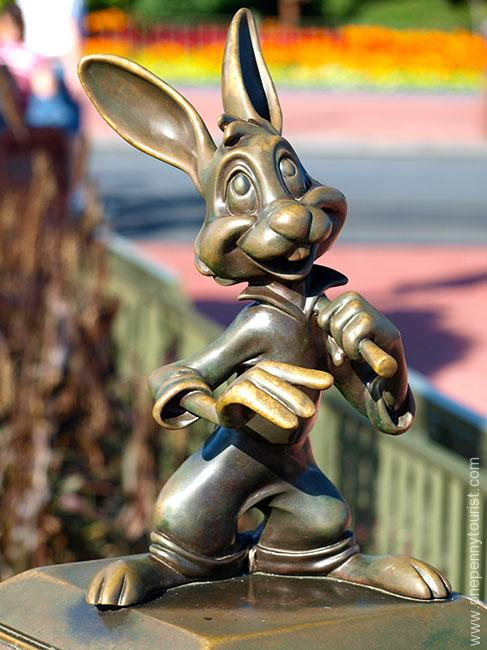 The Brer Rabbit mini statue in it's old location on the Castle hub in the Magic Kingdom, Walt Disney World