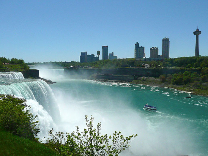 Viewing Canada at Niagara Falls