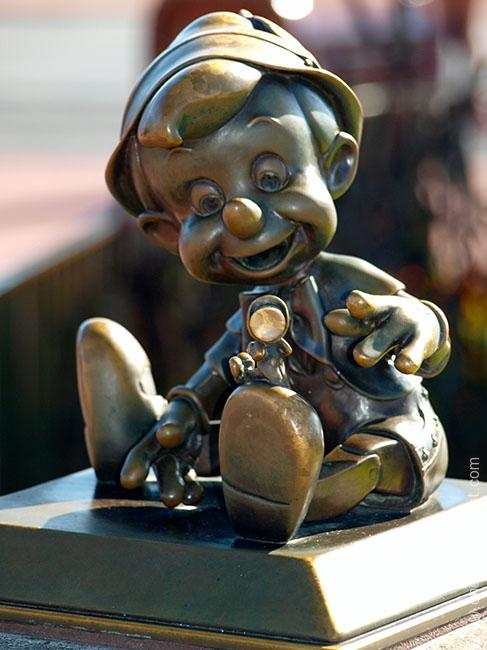 The Pinnochio mini statue in it's old location on the Castle hub in the Magic Kingdom, Walt Disney World