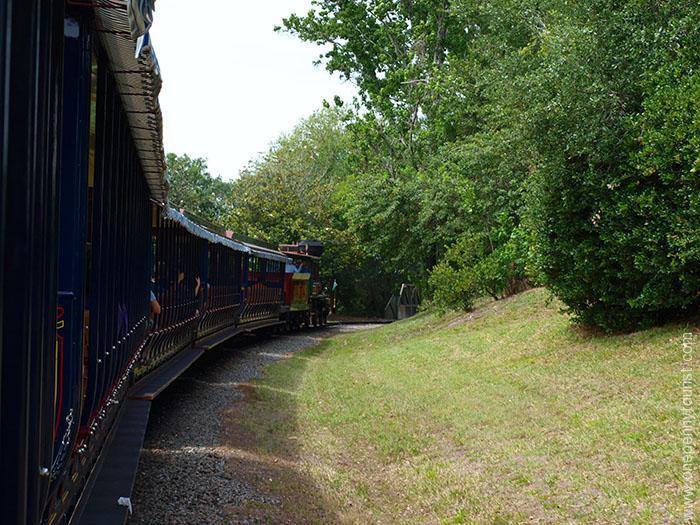Surprising photos of Walt Disney World. Walt Disney World Railroad at the Magic Kingdom. Onepennytourist.com