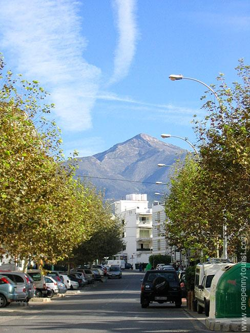 A Nerja (Spain) Street and with a mountain view. Onepennytourist.com