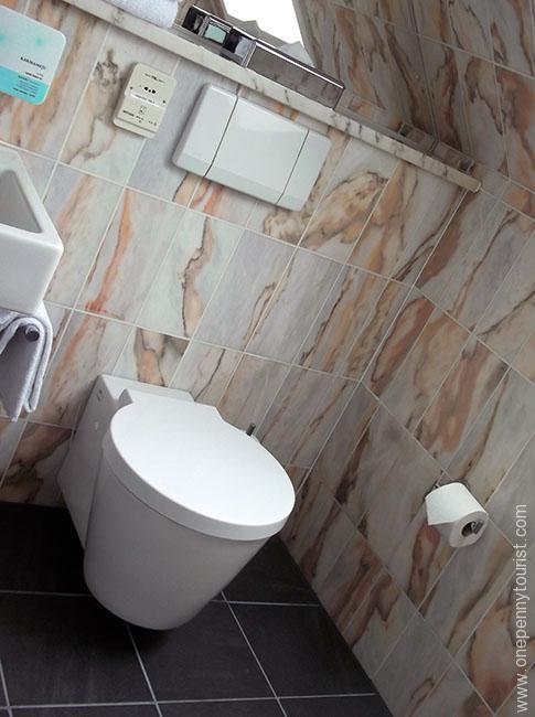 Absalon Hotel in Copenhagen - Bathroom. OnePennyTourist.com