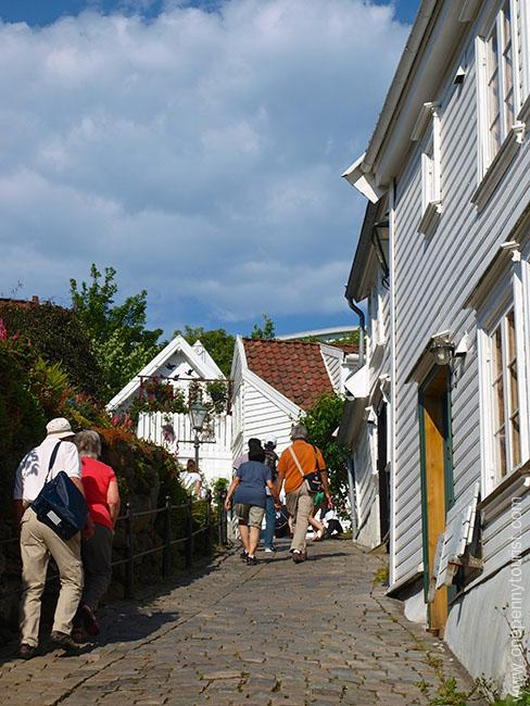 A day visit to Stavanger Norway. Hill leading up to Old Stavanger. OnePennytourist.com
