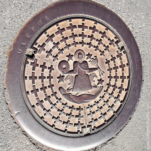 Oslo in 8 hours - Manhole cover, Oslo, Norway. OnePennyTourist.com