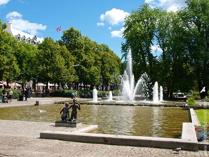 Oslo in 8 hours - Palace Park fountain, Oslo, Norway. OnePennyTourist.com