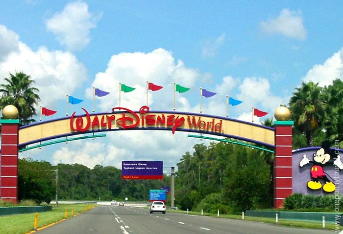 Walt Disney World welcome sign. Tips for visiting Orlando, Florida. OnePennyTourist.com