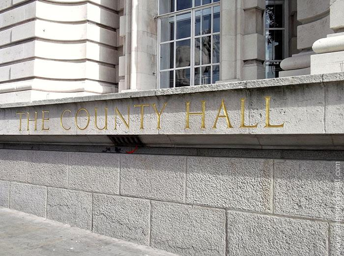 County Hall Sign - the building that's home to the Sealife London Aquarium. OnePennyTourist.com